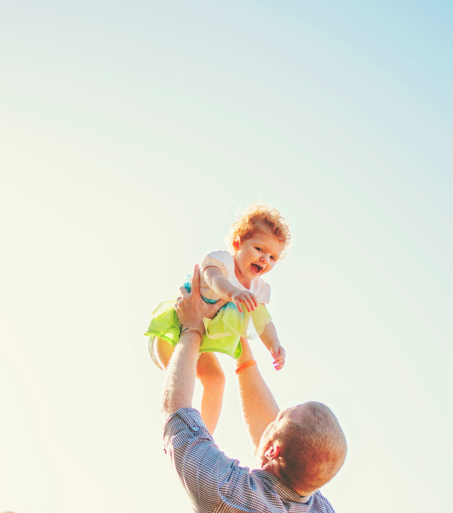 child photography amsw photography dad lifting girl in air