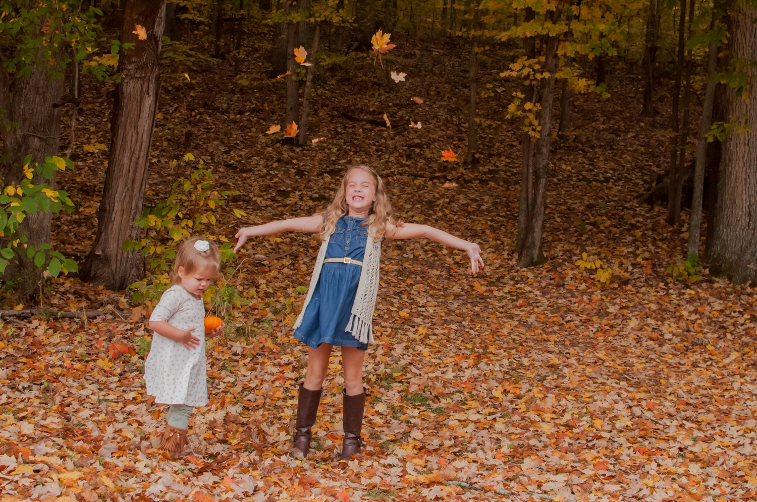 paducah child photography amsw photography girl throwing leaves