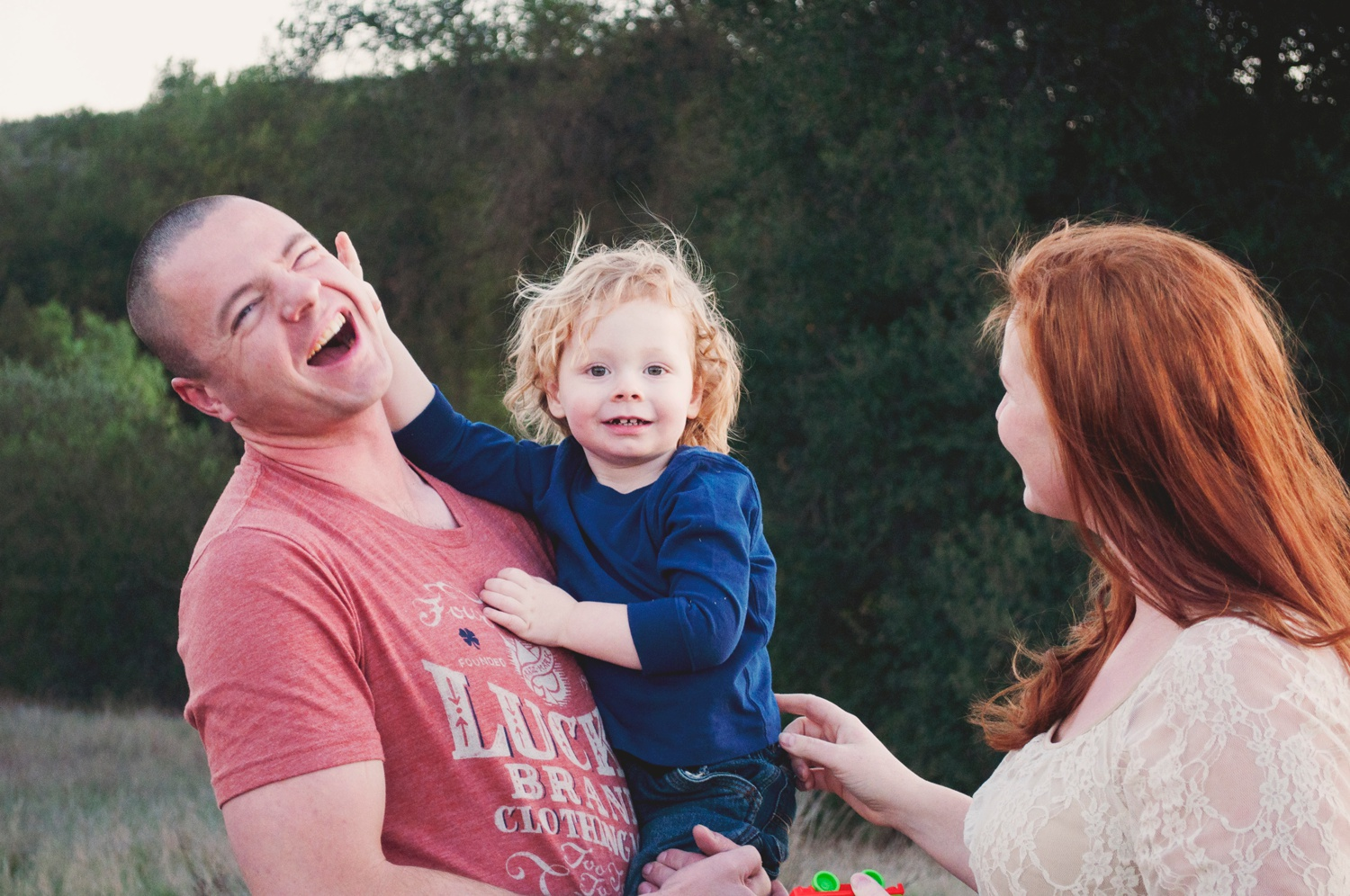 be silly with dad in family photos amsw photography